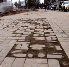 Как защитить тротуарную плитку от разрушения?
